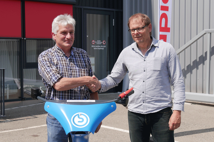 Martin Brielmaier, founder and former CEO of Brielmaier, symbolically handing over the company to Rolf Schaffer, the CEO of Rapid